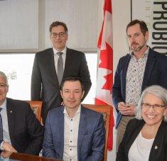 Le ministre Marc Garneau en visite dans la Technopole