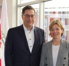 La secrétaire parlementaire de la ministre du Développement économique, Mme Élisabeth Brière, en visite dans la Technopole